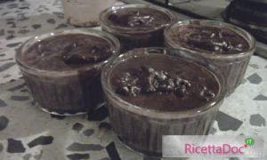 budino al cioccolato versare nelle formine