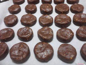 Biscotti cioccolato mandorle forma rotonda