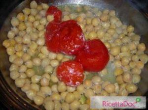 Paste e ceci aggiunta del pomodoro